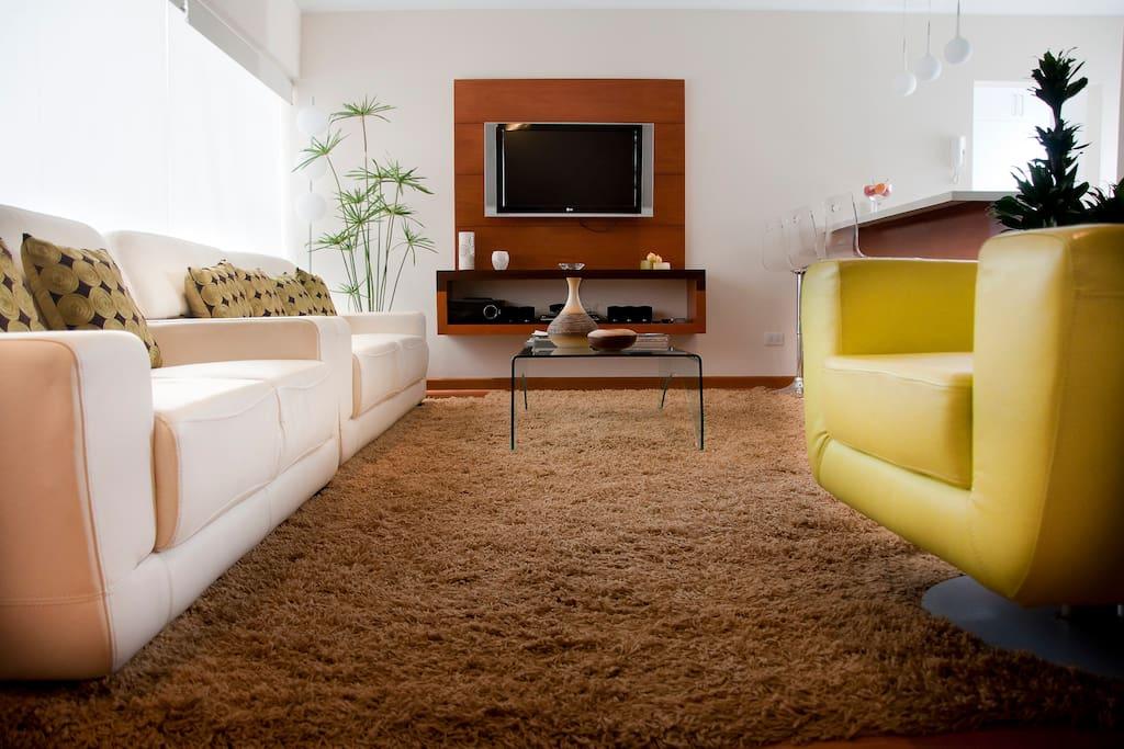 Sala conectada con kitchenette y cocina