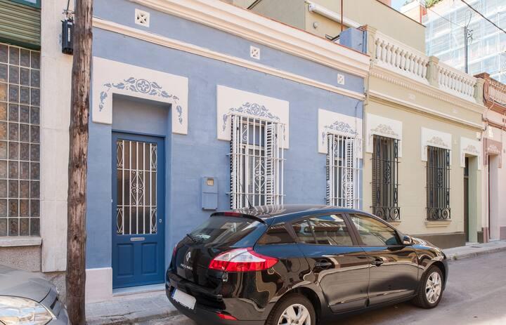 BLUE HOUSE. Blue room
