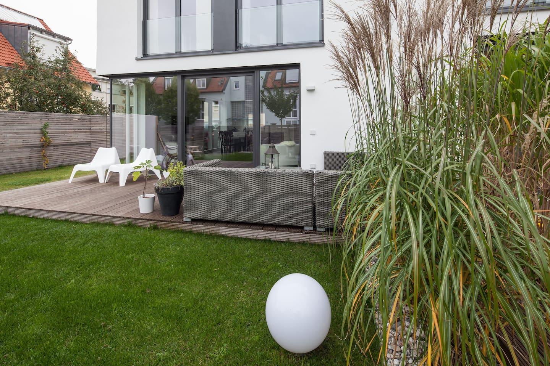Modernes Architekten-Haus bei München - Townhouses for Rent in ...