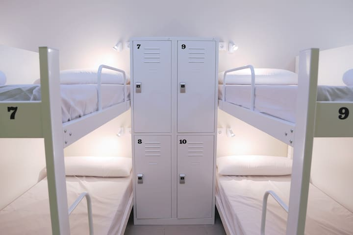 Bedroom with lockers