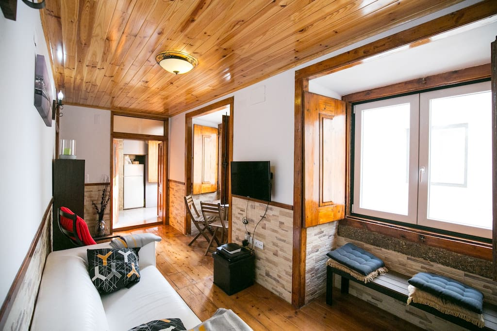 brya white apartment alfama wohnungen zur miete in lissabon lissabon portugal. Black Bedroom Furniture Sets. Home Design Ideas