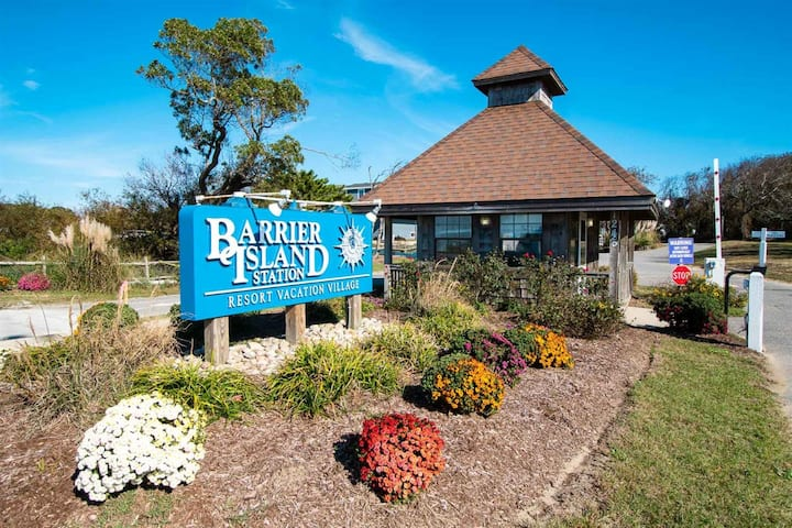 Barrier Island Station 1BR Suite - SUNDAY Check-in