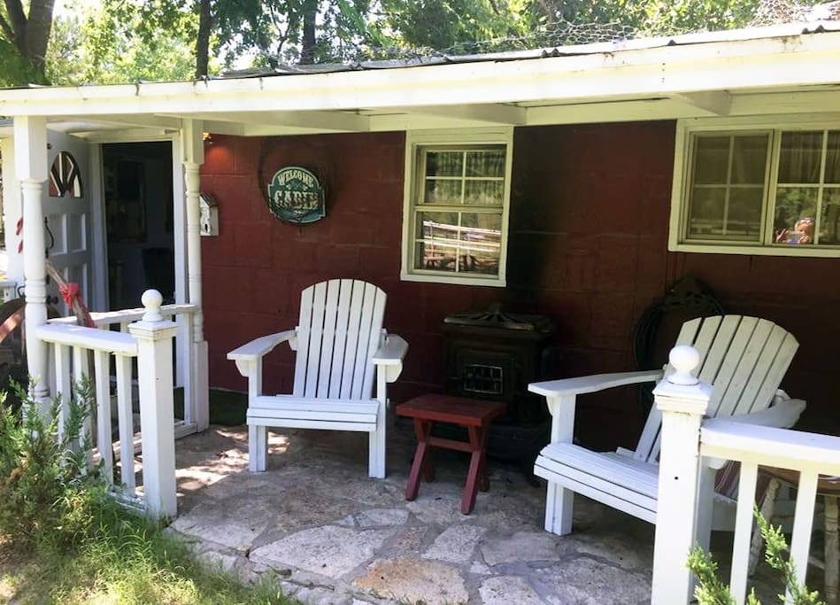 River cabin walk to downtown fossil rim 10 min cabins for Cabins near glen rose tx
