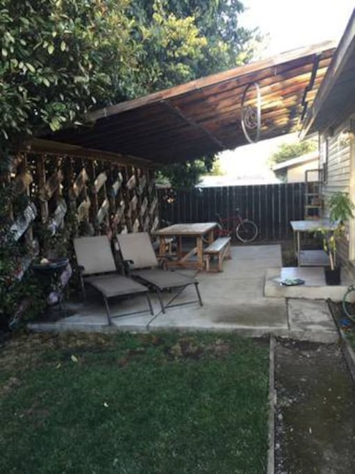 Back yard, covered patio...great for outdoor meals