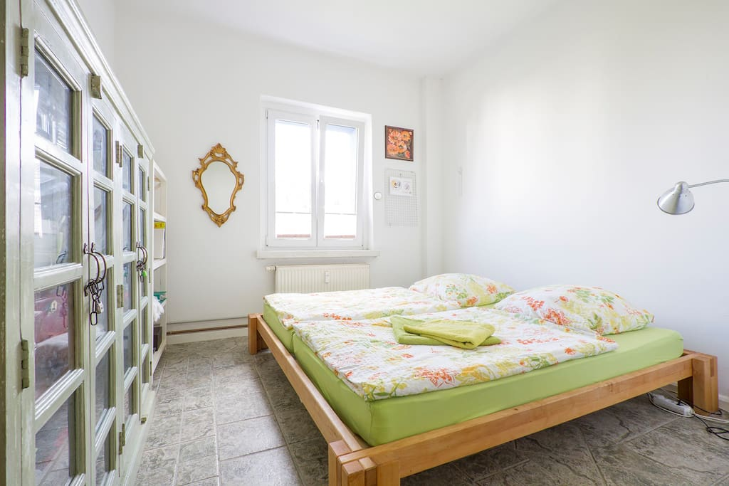 Bed with two separate mattresses