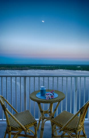 Deluxe Condo $110 Lake/City View <1 Ml from Disney