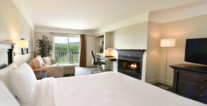 Chambre deluxe, balcon et foyer - Accès piscine