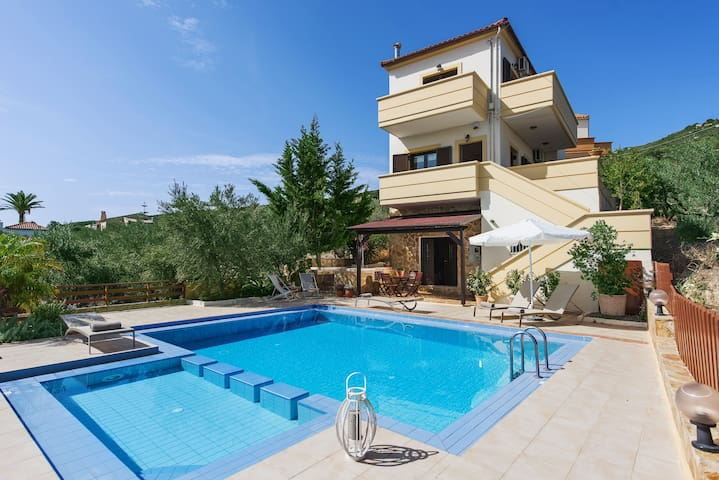 Luxury Villa-Private Pool, Relax on Holidays !