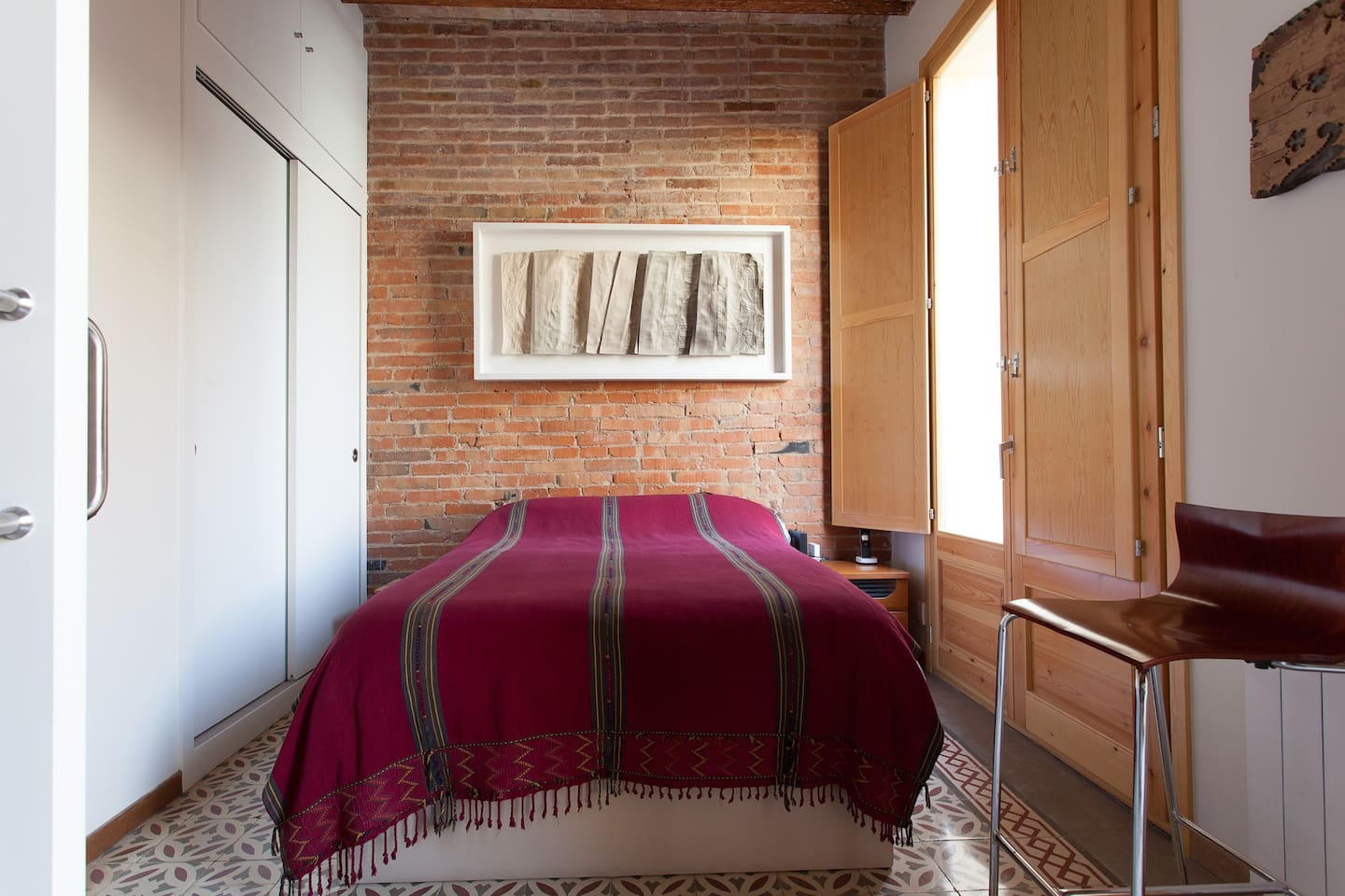Main double bedroom for rent with ensuite bathroom and inbuilt wardrobe for the exclusive use of airbnb guests