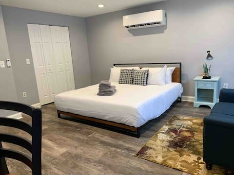 ✪King Bed Studio✪ in Burbs -Perfect Long Term Stay