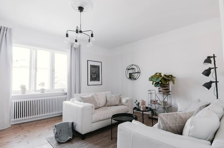 Bright flat minutes away from Stockholm City