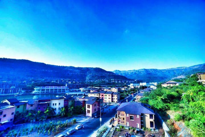 Lovely hill facing apartment - Lavasa - Flat