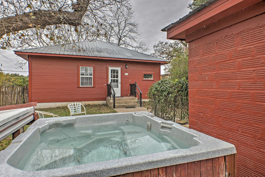 This cozy home offers a private hot tub, where you can take a soak in seclusion and then treat yourself by putting on the supplied spa robes.