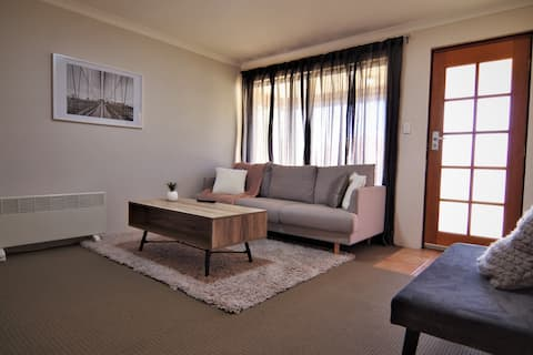 Newly furnished with modern vibe. Walk to train. 2