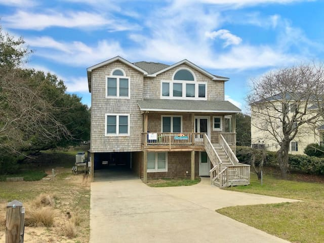 Sea Vibrations -- Large 6BR Pet Friendly Home in Duck with Private Saltwater Pool