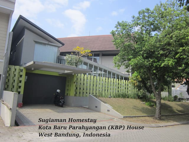 Homestay: spacious & eco-friendly - Padalarang - Casa