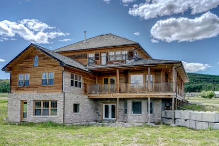 Rustic Luxury Retreat, Heritage Home Near Priddis - Millarville - 独立屋