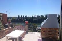 Terrasse, vue pleine sur la seine