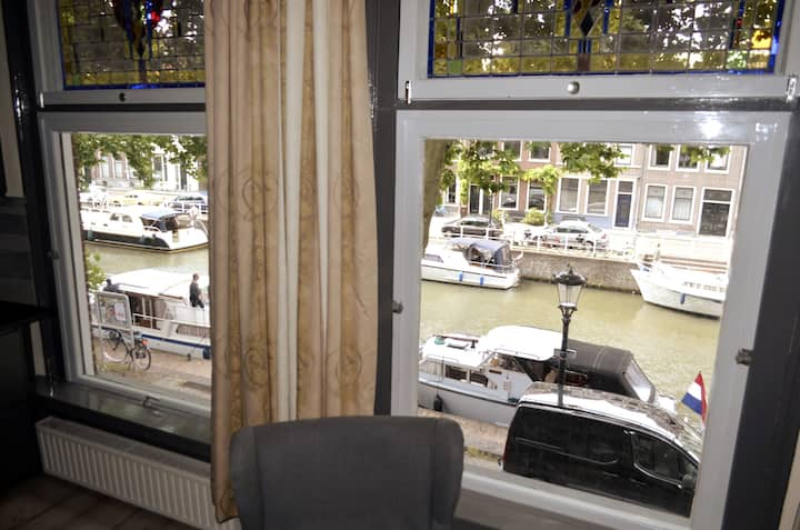 33B12 Excellent apartment  canal view Cent-Utrecht