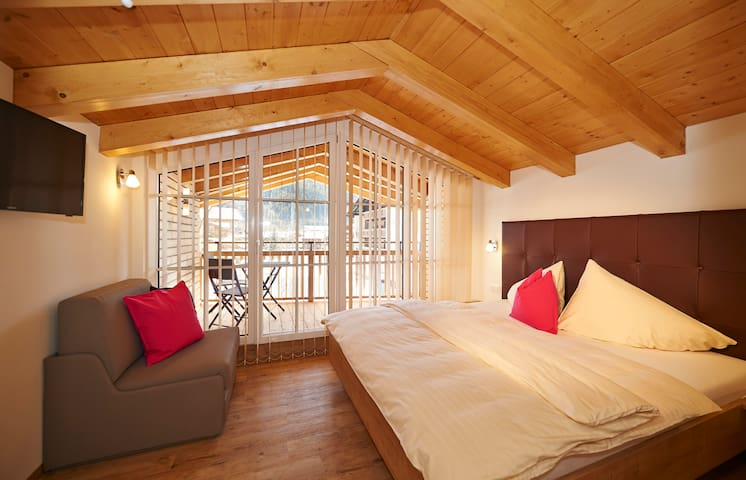 Cozy Apartment in Skiresort Flachau near ski slope