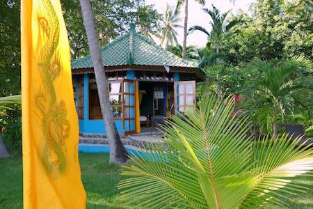 Beachfrontbungalow Villa Oasis - Tejakula - Bungalow