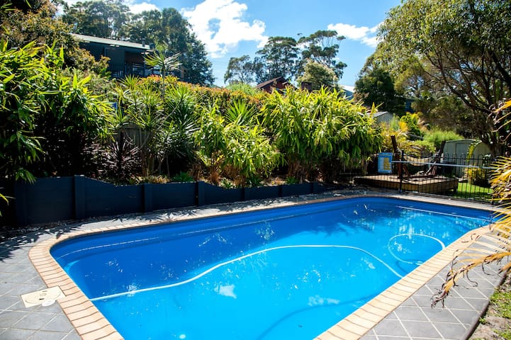 Mollymook Poolside Stay