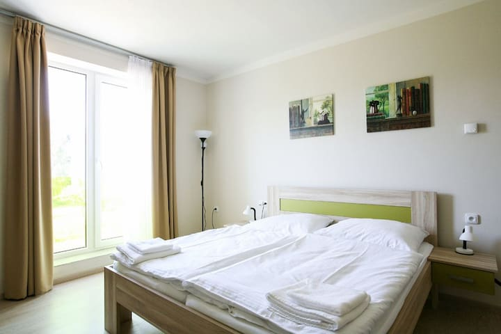 Modern 4room in a small hotel in Prague - Zbraslav