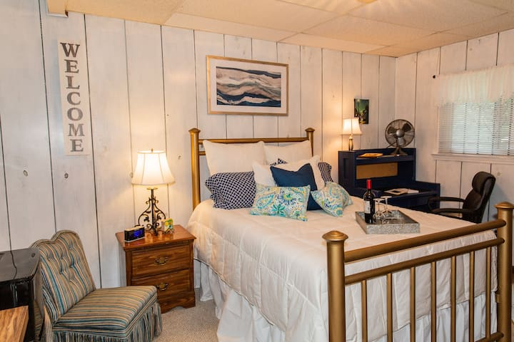 Cute, Comfy, Peaceful, Private Bedroom and Bath