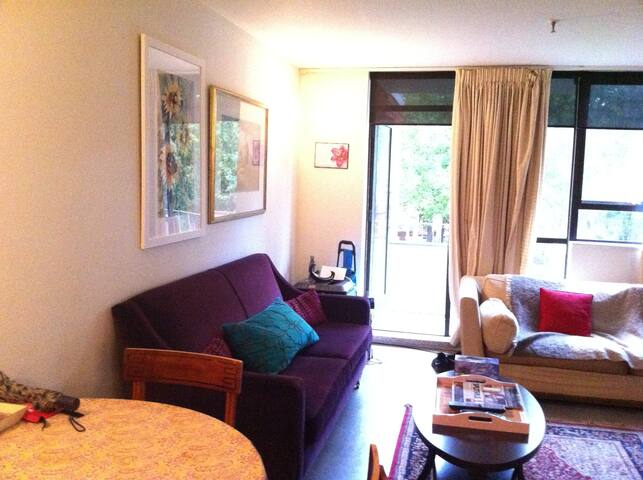 Cosy Furnished Room w Double Bed Netflix Smart TV