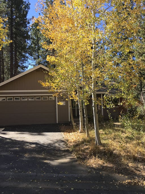 Fall is special in Tahoe..come and enjoy this awesome home..Close to Heavenly for that perfect Ski Vacation Destination!