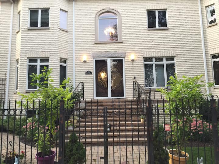 Spacious, Comfy, and Private in Ravenswood Manor