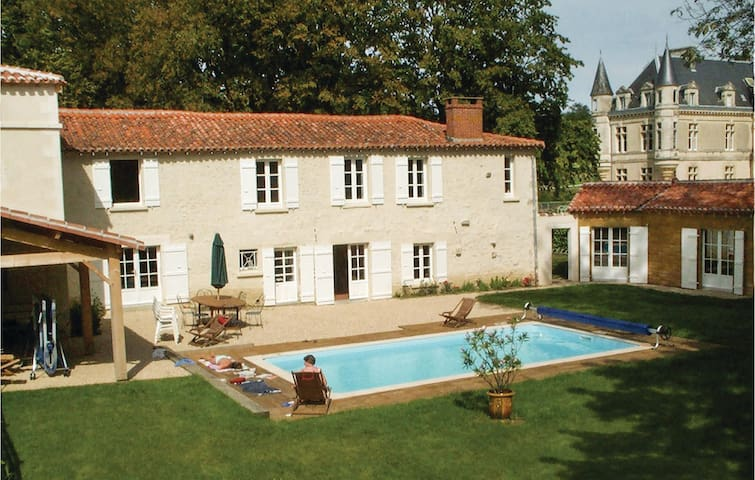 Semi-Detached with 5 bedrooms on 194 m²