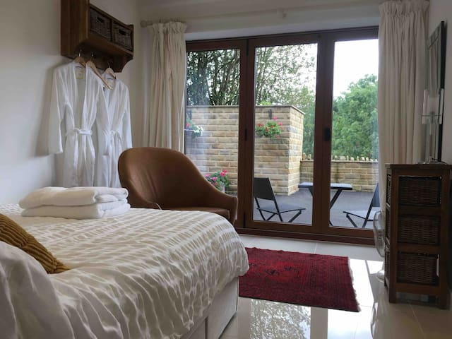 Self-contained studio & Breakfast in Holmfirth