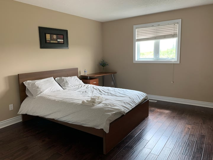 Bright & clean Queen Bed Room 3 - Boardwalk Home