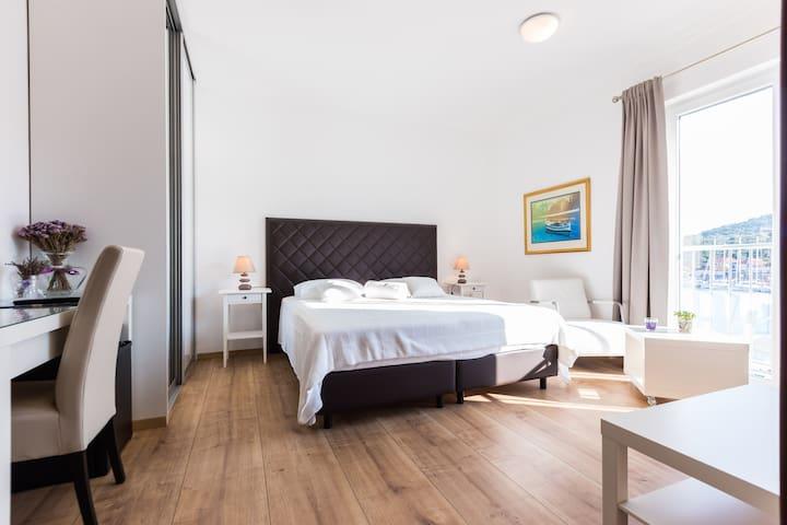 Lavanda 4 Star Luxury Private Room - Sali - Дом
