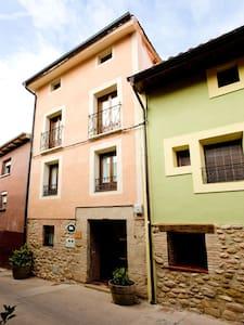 Casa en el centro de LA RIOJA - Uruñuela - Talo