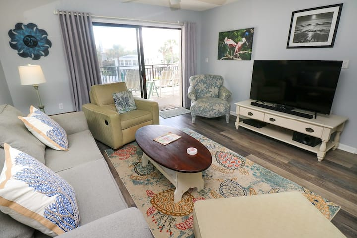 Gorgeous 2/2 Second Floor Condo with Large Balcony to View Pool & Ocean Island South 22