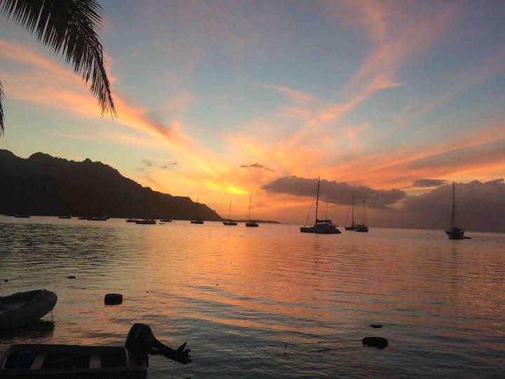 Chambre bord de mer indépendante face au sunset
