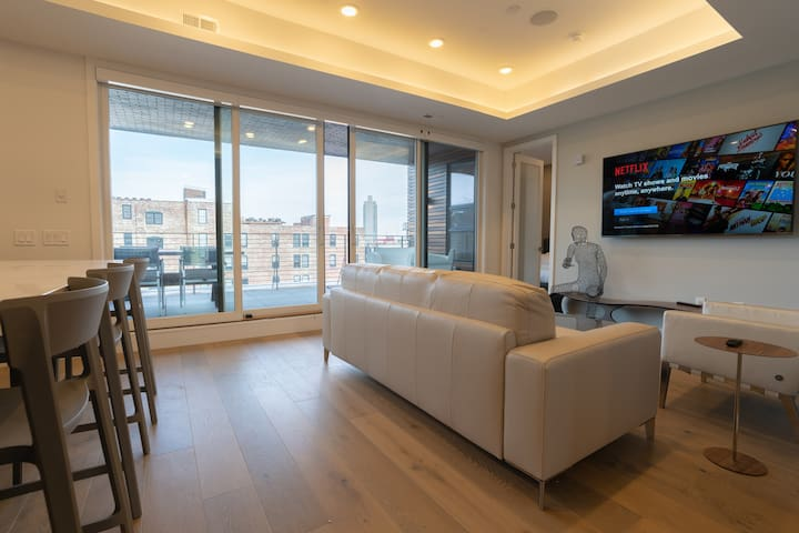 Luxury Penthouse w/Private Terrace/Garage Parking