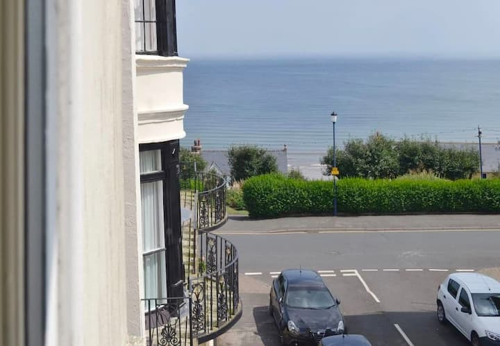 Apartment Anchor - Perfect location - Side sea views - Sleeps 4