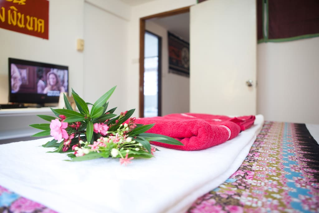 Fresh new Private bedrooms & Thai style fabric & artworks.