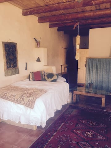 Cute Adobe along High Road to Taos! - Ojo Sarco - Casa