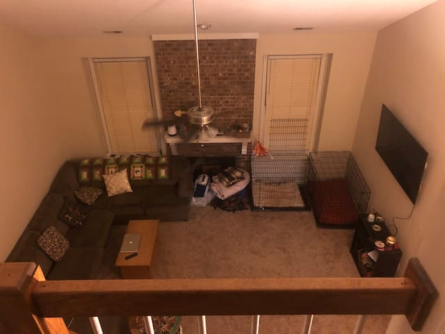 Roomy townhome .8 m from quail hollows cc