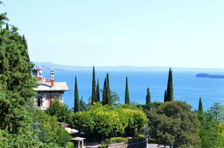 Casa Francesca - SUITE WITH LAKEVIEW - Gardone Riviera - 家庭式旅館