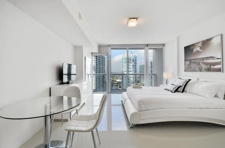 IconBrickell 3305 Waterfront Luxury Studio