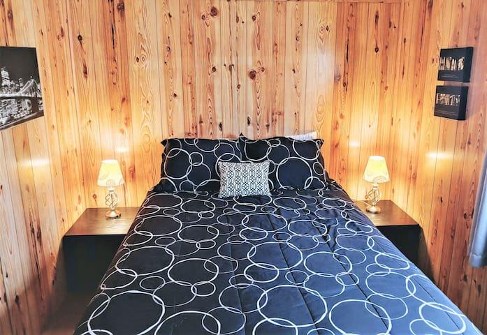 NYC Cottage - 2 Bdrm /  1 Bath - (sleeps 4)