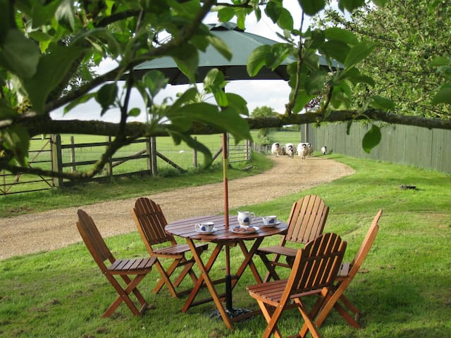 The Stables - brick and flint holiday cottage