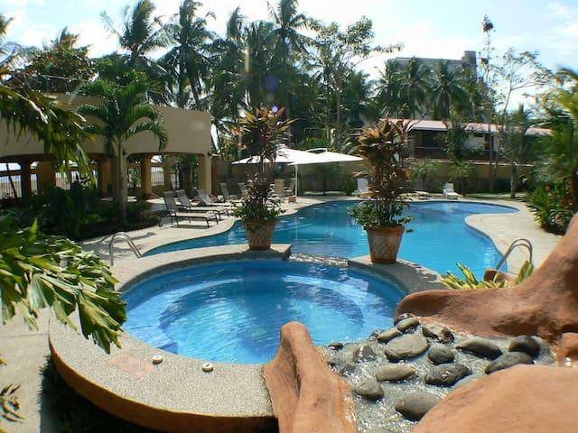 Gorgeous 3 Bd. Villa Beachfront Community & Pool