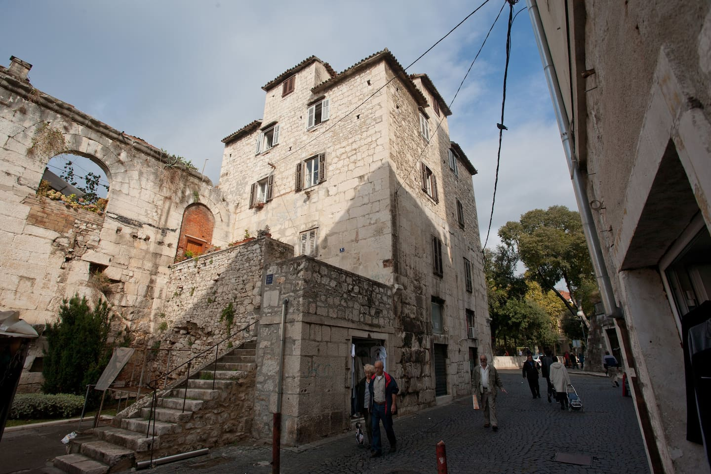 The apartment is located  directly in the north-east tower of Dioklecian palace.