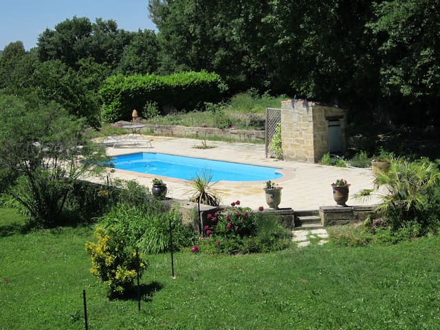 Ap 90m2, 1st floor, pool, huge garden, Internet - Vers-Pont-du-Gard - House
